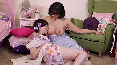 Babby-sitting natalie mars and penny barber