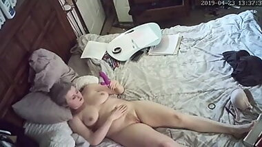 Milf cums with toy, hidden camera